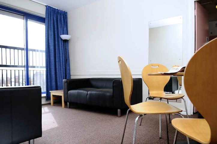 Comfortable single bedroom for female in London - Londres - Alberg