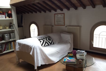 Bilocale in palazzo storico - Faenza - Huoneisto