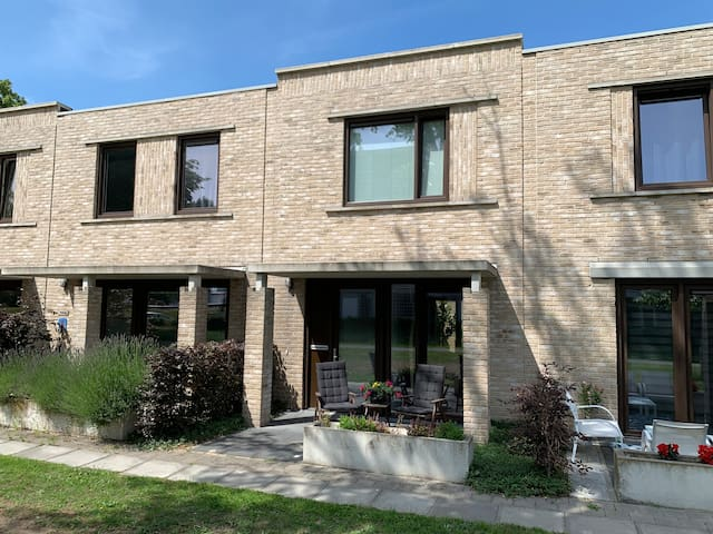 Spacious, modern house close to centre of Zwolle