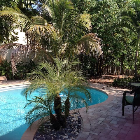 Casual Florida 3 bed 2 bath W/Pool - North Palm Beach - Rumah