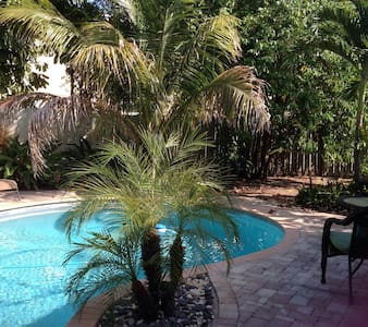 Casual Florida 3 bed 2 bath W/Pool - North Palm Beach