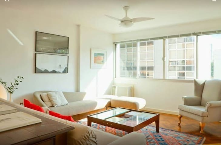 Bright 3 BR apartment Ipanema