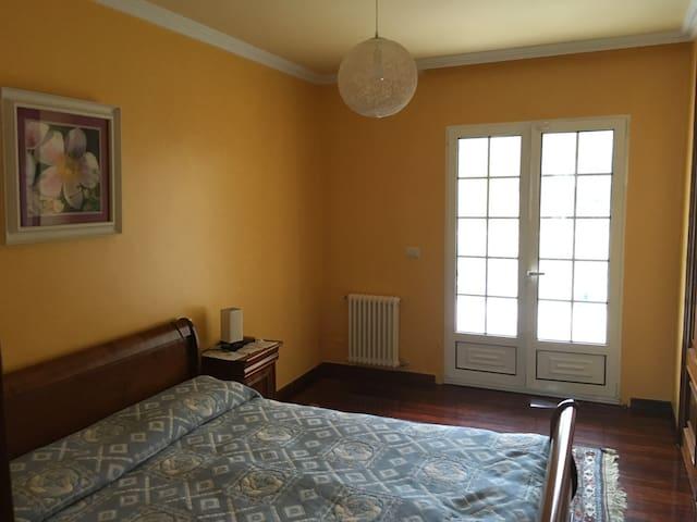 el dormitorio amarillo