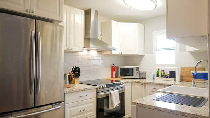 South 1st St. gem! Entire renovated condo 1 bd/1ba