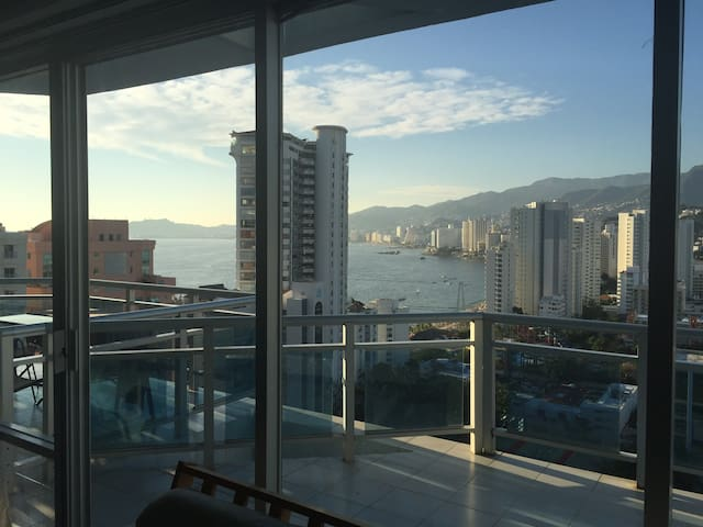 Acapulco, depto. con acceso a playa y albercas