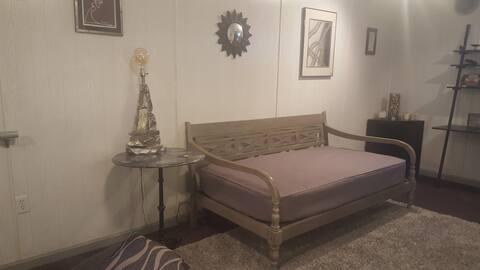 STUDIO SINGLE BED w. Private Bath