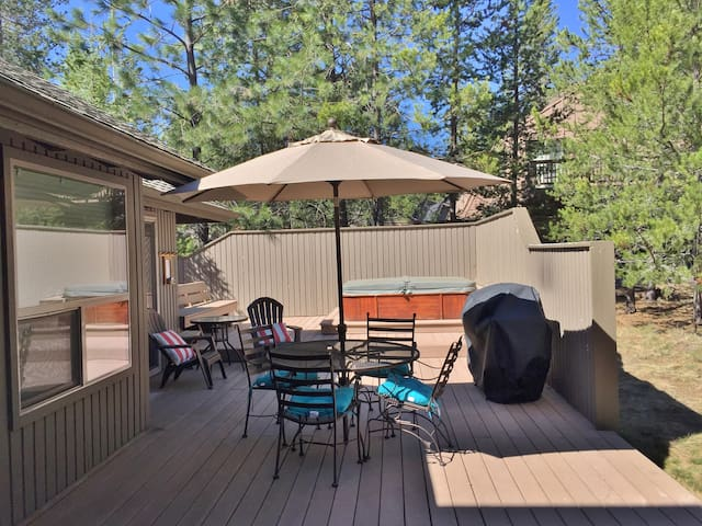 4th nt FREE SPRING! Great Location! Cute and Cozy! SHARC, Bikes, Hot Tub 19EB - Sunriver - Casa