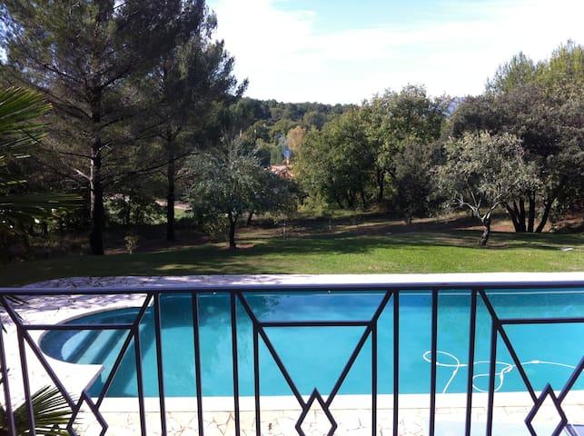 mas provençal avec piscine  sans vis à vis
