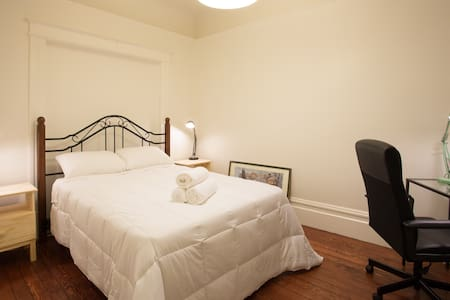 Quiet Private Room in Great Mission Location - San Francisco - Apartment