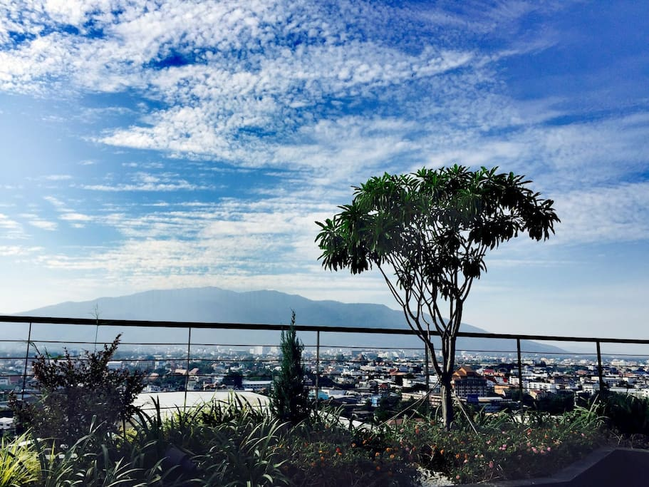 From the top floor, you will see a nice view of Su Thep mountain and sunset view.