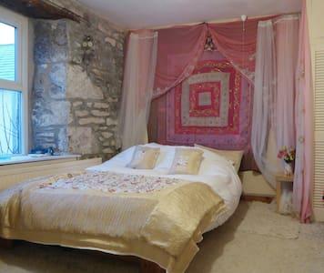 Treveth (bedroom), Bollowal