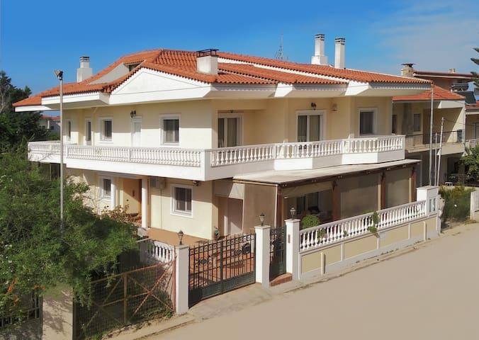Villa Elegant Πολυτελής Βίλα στον  Άσσο Κορινθίας