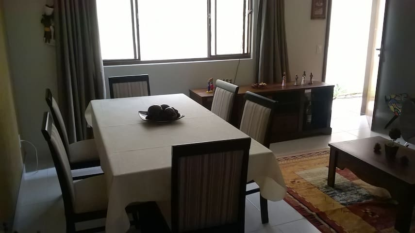 private room in beautiful house - Brasília - Casa