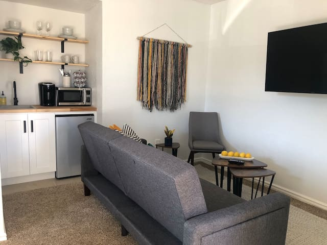 Stylish Phoenix Home away from Home - Guesthouse
