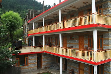 Backpacking Diaries Compass Cottage - Manali - Bed & Breakfast