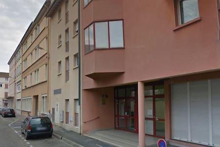 Pratique studio à côté de la gare - Bourg-en-Bresse