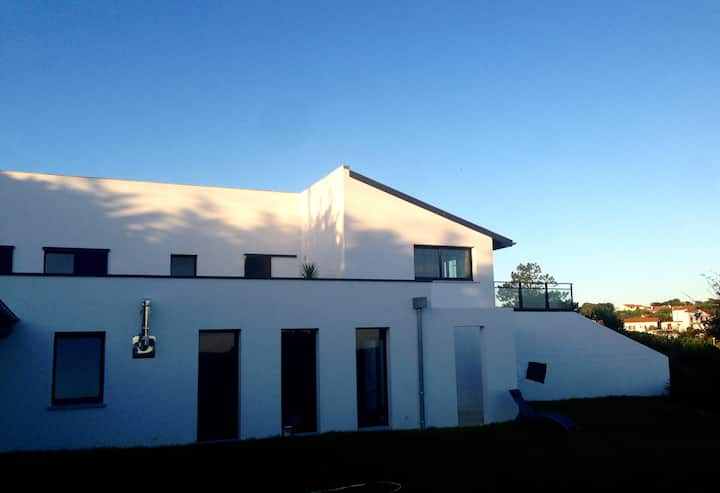 Ravissant atelier d'artiste vue mer à Cenitz..
