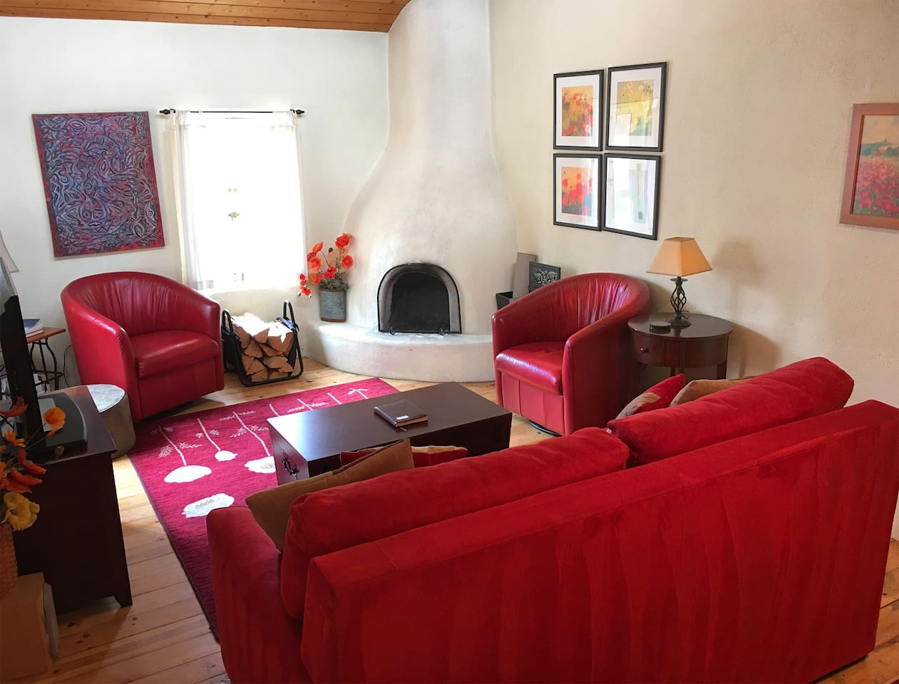 SUPERB REVIEWS! Hot Tub, Near Plaza, KING bed, A/C - Houses for Rent ...