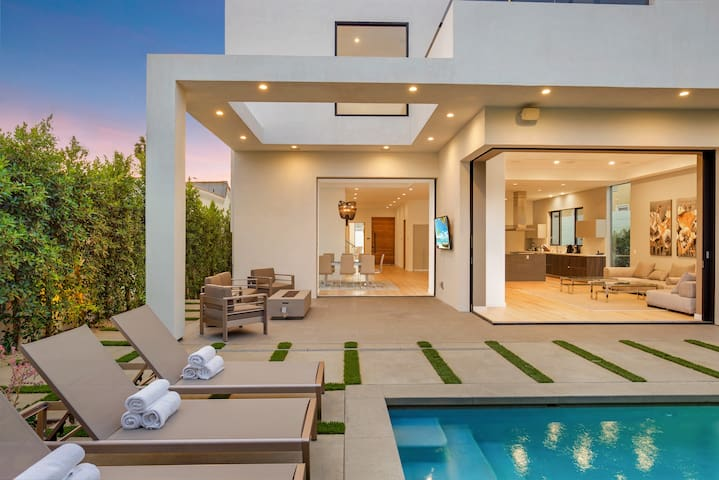 Modern Melrose Mansion w/ Pool, Hot Tub, and Grill