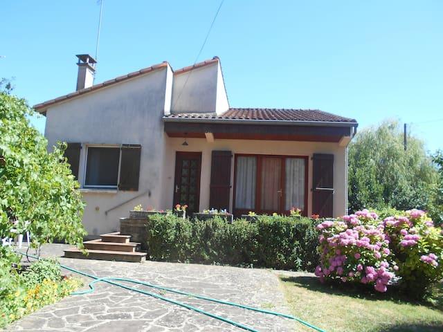 Maison  individuelle calme avec jardin