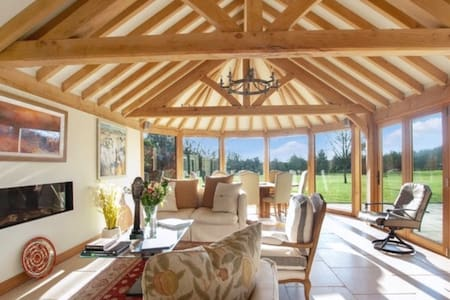 The Vineyard - stunning house in its own 2 acres