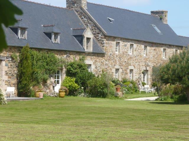 chambres d'hôtes de charme bretagne - Plouguiel - ที่พักพร้อมอาหารเช้า
