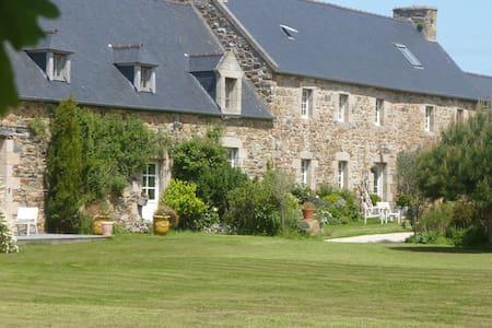chambres d'hôtes de charme bretagne - Plouguiel - Bed & Breakfast