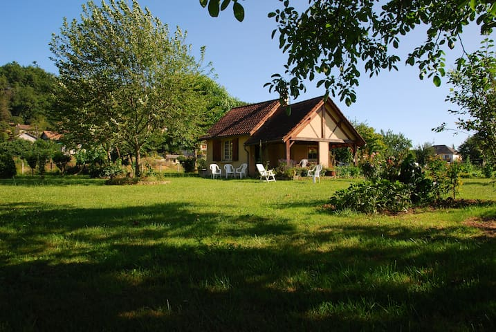 Lovely Country House in Montignac Lascaux - Montignac - บ้าน