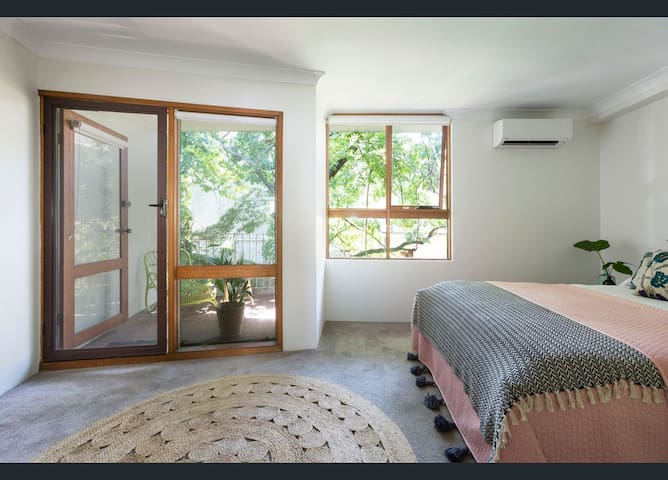 Modern Tree House 10 mins to CBD Opposite Syd Uni