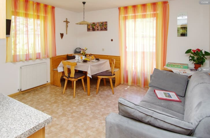 Comfortable holiday apartment Greif in the area of Meran - Apartment A with Wi-Fi, balcony and view over the landscape; parking available.