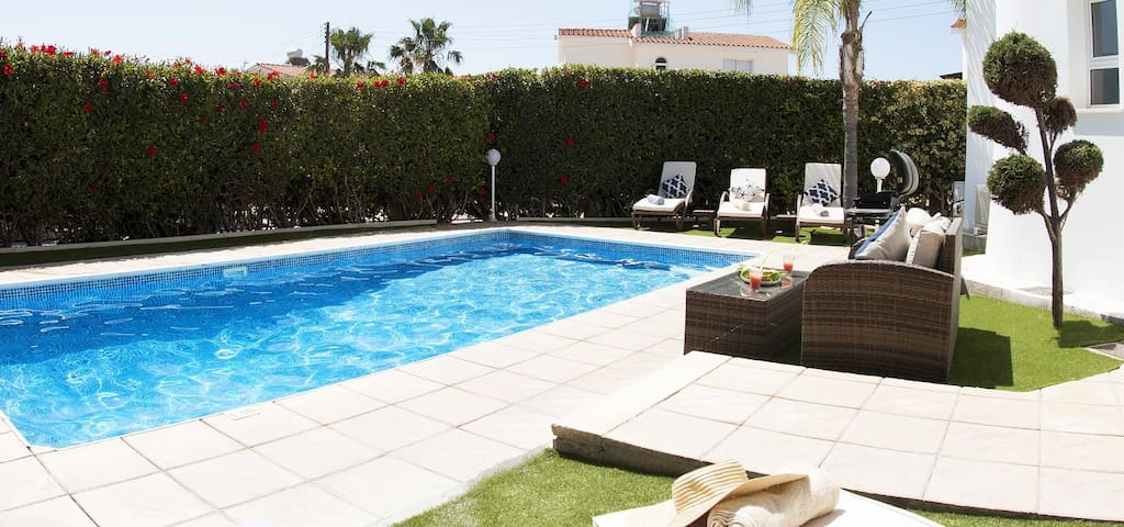 Villa Haven (Coral Bay) - Perfectly located Villa with Private Pool, BBQ and Free WIFI -  Only 500 meter from the Coral Bay Strip