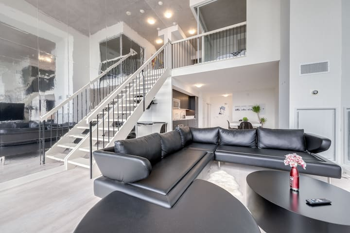 Modern Liberty Village Loft - 2Bedroom + 2 Bath