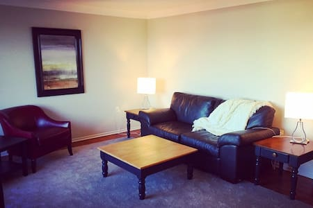 Beautiful Apartment just Minutes from Downtown - Kingston - Apartment