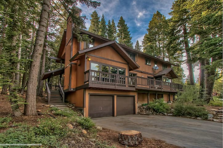 Rustic and Spacious Taste of Tahoe - Tahoe City - Cabane