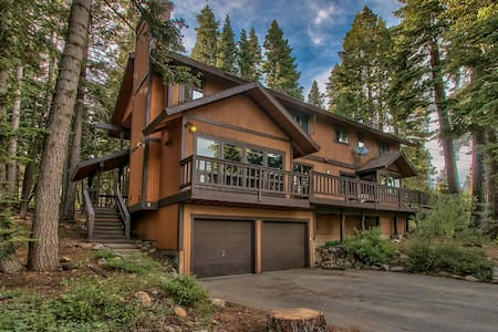 Rustic and Spacious Taste of Tahoe - Tahoe City - Blockhütte