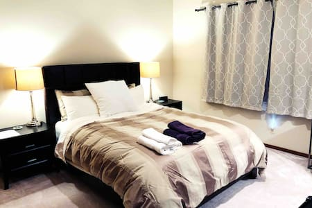 Cozy room in a large home by Bethel Woods