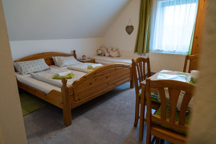 Gästehaus Lebensfreude - Familienzimmer 1 Rustikal