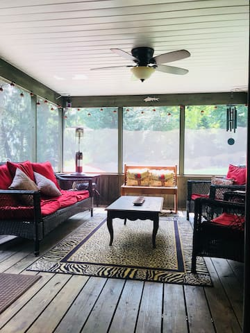 2nd level screened in porch