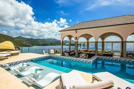 STUNNING VIEWS NEW LUXURY PRIVACY SUITES CONCIERGE