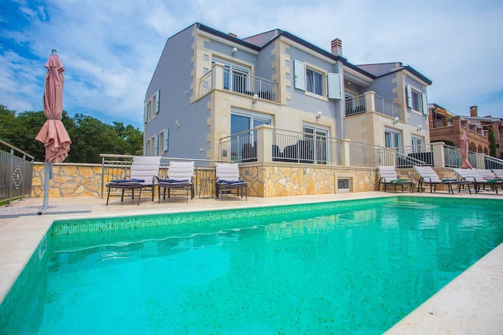 Villa Sunce with Common Pool in Kastelir / Modern Apartment Sunce II on the Ground floor with Shared Pool