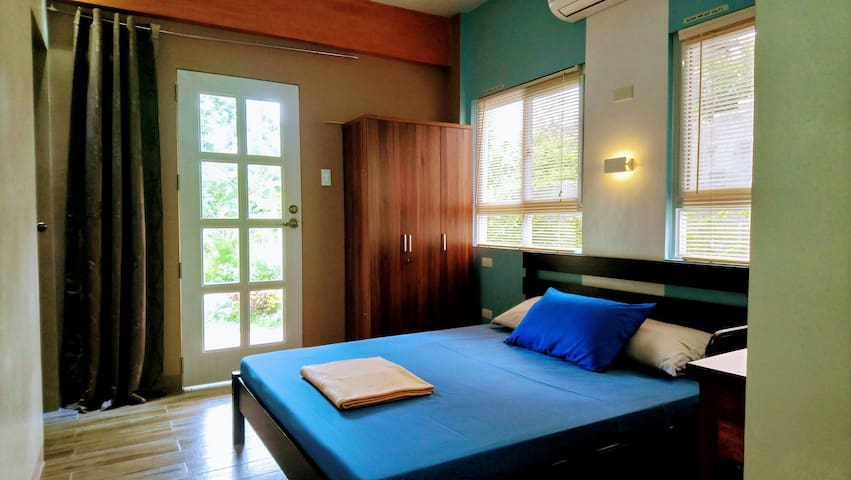 Family Suite Private Villa: AC/Wifi/Netflix/Pool