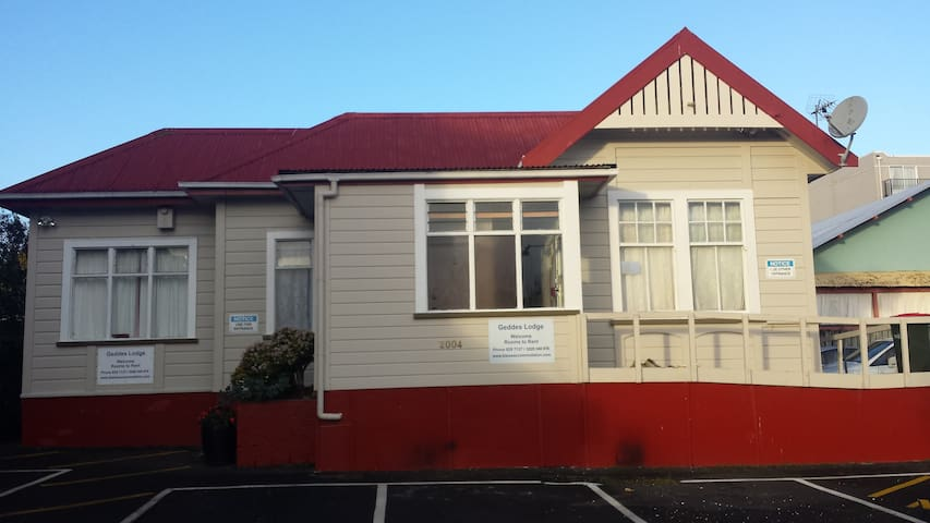 Compass Accommodation – Heart of Avondale Hostel