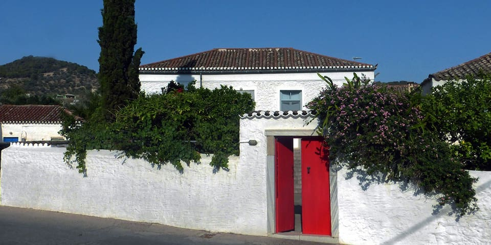 The Red Door Villa - Spetses - Dům