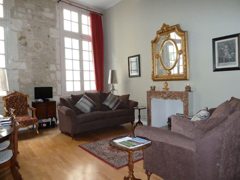 Apt 1 drawing room