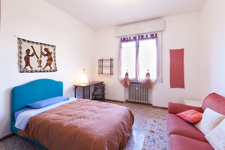 3 rooms for 8 people and pets - Reggio Emilia