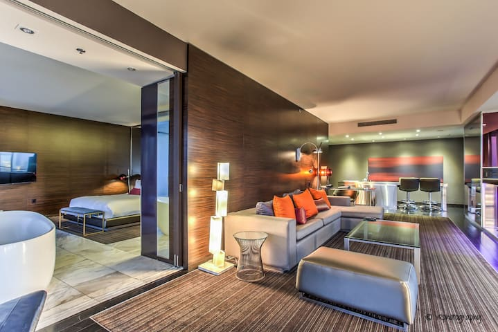 Strip View! Huge Corner Suite at Palms Place - 36
