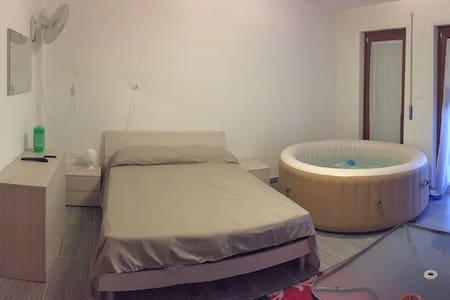 Camera, giardino  e vasca termale - Pescara