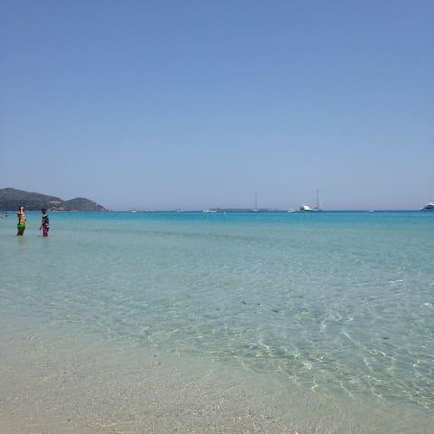 Spiaggia TIMI AMA a 300 m