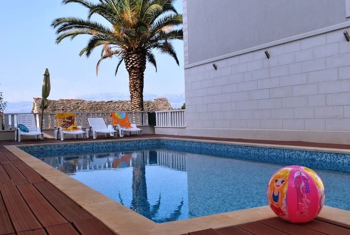 Swimming Pool, 2 Bedroom Apt. ,Sea View & Terrace