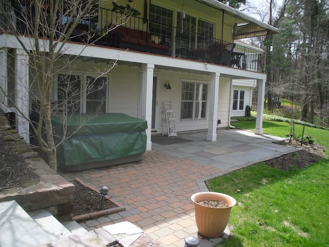 900+SF apartment in private home - Simsbury - Apartemen